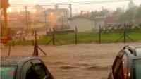 Vários quarteirões das avenidas Dr. Oswaldo Scatena e 14 de Março ficaram intransitáveis